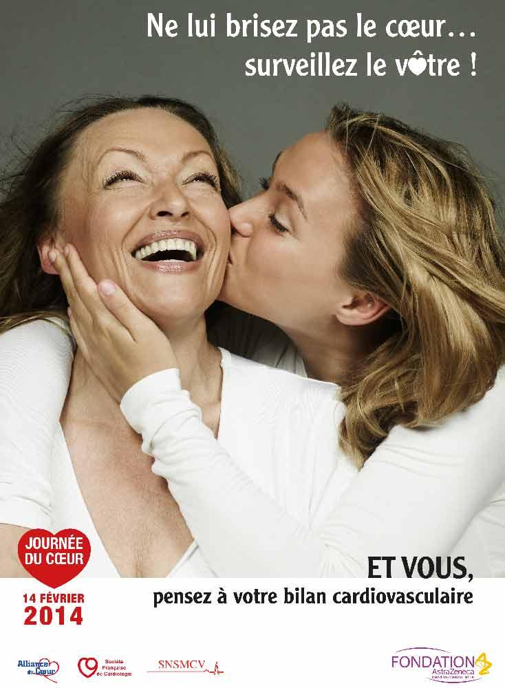 Une mère embrasse sa fille - visuel astra fondation